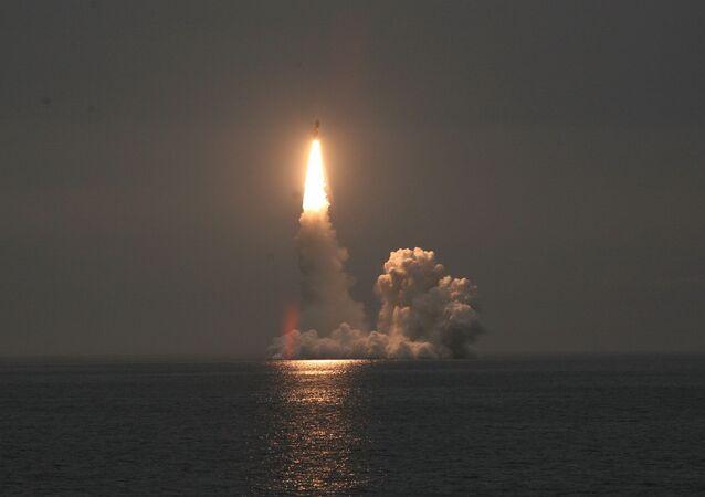 Zkouška kvazi-balistické střely Bulava