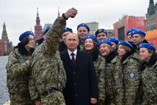 Vladimir Putin jako vrchní velitel - Sputnik Česká republika