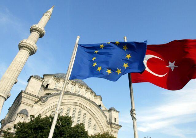 Vlajky EU a Turecka