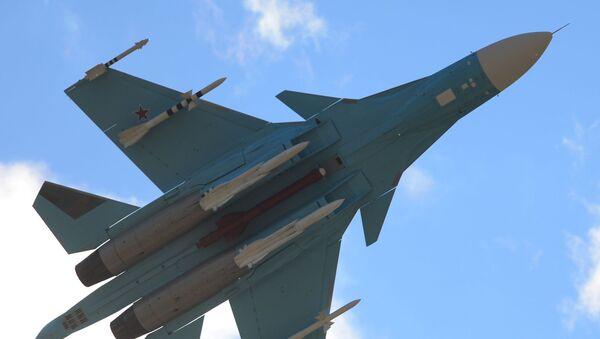 Su-34 je určen k řešení účelů bojového použití proti vzdušným, pozemním, mořským a nadvodním cílům - Sputnik Česká republika