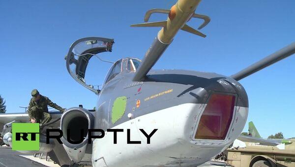 Vzlet ruského bombardéru Su-25 na bojový úkol z letecké základny v Sýrii - Sputnik Česká republika