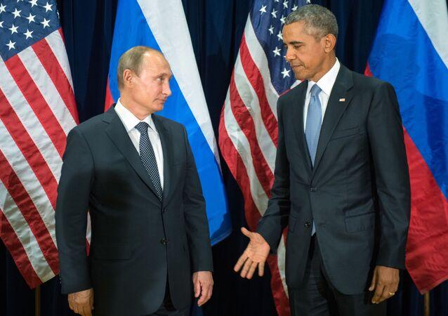 Prezident Ruska Vladimir Putin a prezident USA Barack Obama během schůzky v rámci sedmdesátého zasedání Valného shromáždění OSN