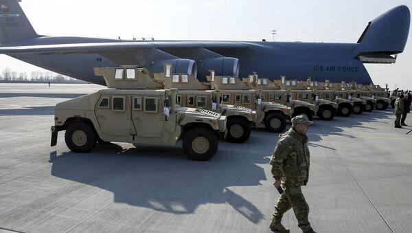 Americké vojenské automobily HMMWV (Humvee) na Ukrajině - Sputnik Česká republika