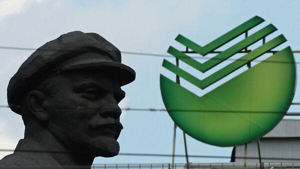 Leninův památník a emblém Sberbanku - Sputnik Česká republika