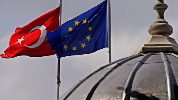 Vlajky EU a Turecka v Istanbulu - Sputnik Česká republika