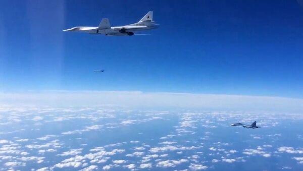 Su-30SM a Tu-160 - Sputnik Česká republika