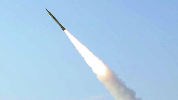 Íránská raketa Fateh-110. Ilustrační foto - Sputnik Česká republika