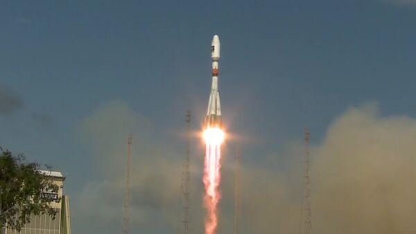 Raketa Sojuz-ST s dvěma sputniky Galileo startovala z kosmodromu Kourou - Sputnik Česká republika