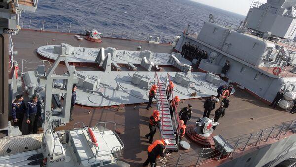Asi měsíc už zajišťuje krytí oblasti působení ruské letecké skupiny. Do sestavy flotily, která plní tento úkol, spadá ještě 11 dalších lodí - Sputnik Česká republika