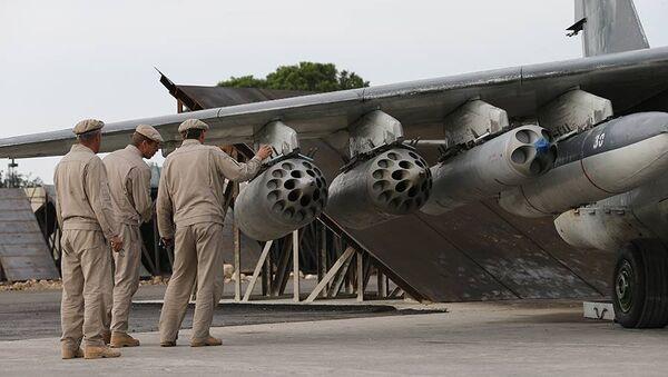 Ruští vojenští specialisté vedle letadla v Sýrii - Sputnik Česká republika
