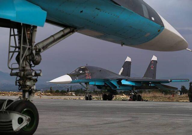 Ruský bombardér Su-34 na základně Hmeimim