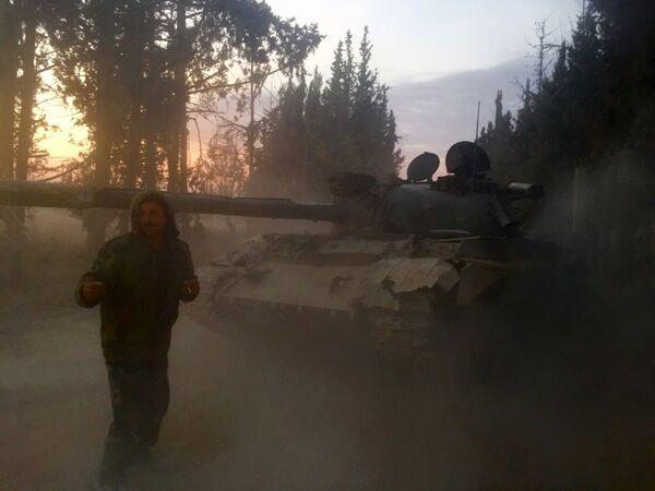 Tank T-55 SAR na území obvodu Mardž al-Sultán, který byl vzat pod kontrolu, na jihovýchodě Damašku - Sputnik Česká republika
