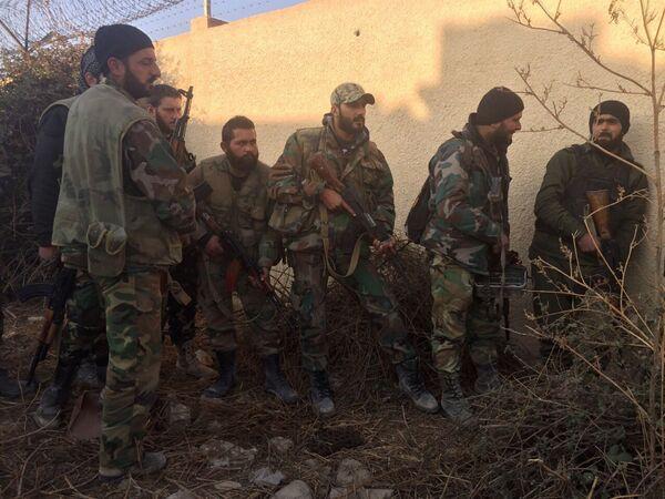 Vojáci SAR na území obvodu Mardž al-Sultán, který byl vzat pod kontrolu, na jihovýchodě Damašku - Sputnik Česká republika