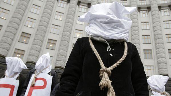 Protestní akce před budovou ukrajinské vlády v Kyjevě - Sputnik Česká republika