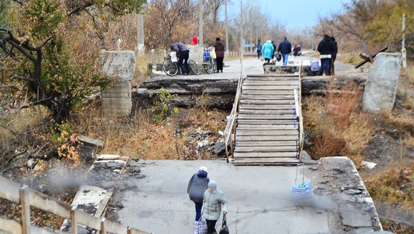 Hraniční přechod z Luhanské lidové republiky na území Ukrajiny v obci Stanica Luhanská - Sputnik Česká republika