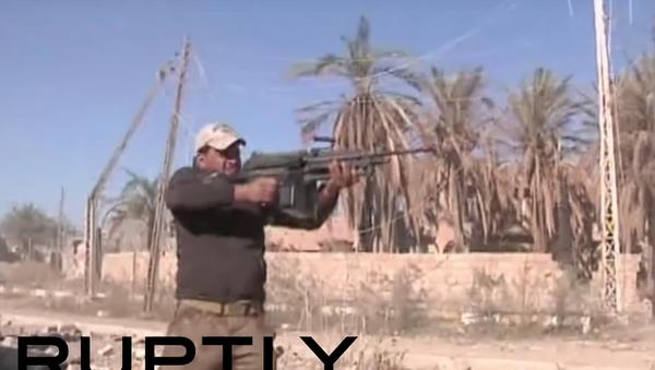 Iráčtí vojáci ostřelovali teroristy z kulometů během útoku na Ramádí - Sputnik Česká republika