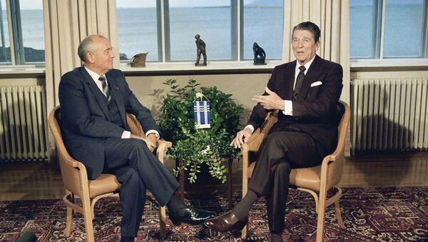 Ronald Reagan a Michail Gorbačov - Sputnik Česká republika