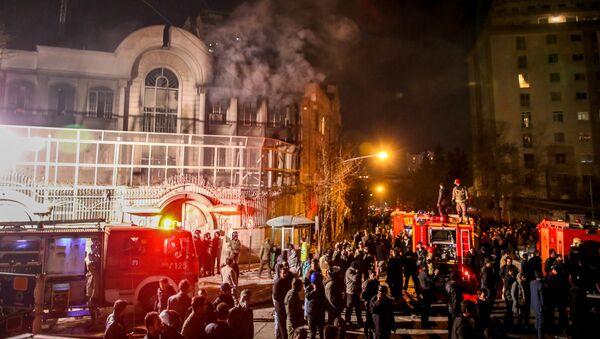 Protestní akce u velvyslanectví Saúdské Arábie v Teheránu - Sputnik Česká republika