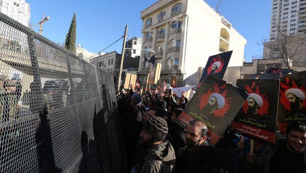Demonstrace Íránců před velvyslanectvím Saúdské Arábie - Sputnik Česká republika