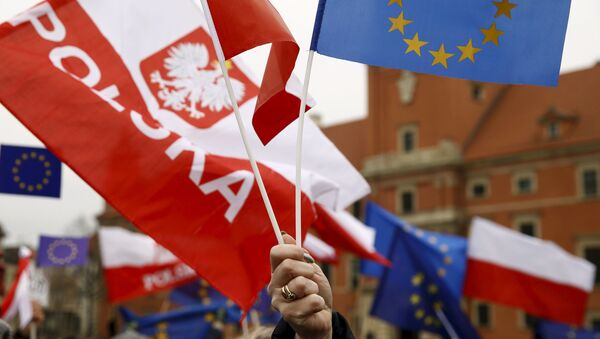 Vlajky Polska a EU - Sputnik Česká republika