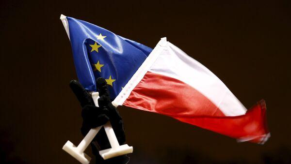 Vlajky EU a Polska - Sputnik Česká republika
