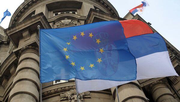 Vlajky EU a Srbska v Bělehradu - Sputnik Česká republika