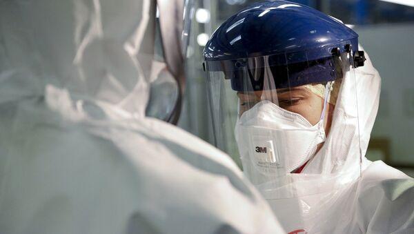 Osobní ochranné prostředky proti ebole. Ilustrační foto - Sputnik Česká republika