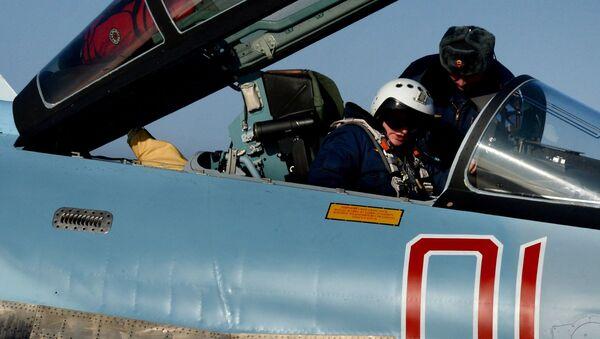 Stíhačka Su-35 je vybavena moderní palubní elektronikou a novým virtuálním displejem - Sputnik Česká republika