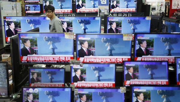 Zprávy o zkouškách vodíkové bomby v KLDR v jihokorejské TV, 6. ledna 2016 - Sputnik Česká republika