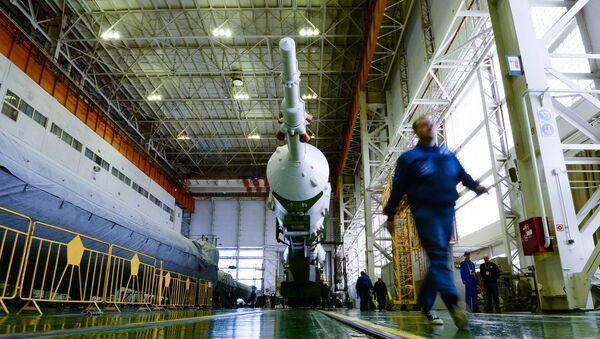 Montáž rakety Sojuz-FG - Sputnik Česká republika