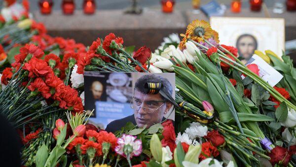 Květiny na místě zavraždění Borise Němcova - Sputnik Česká republika