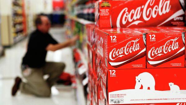Krabice Coca-Coly - Sputnik Česká republika