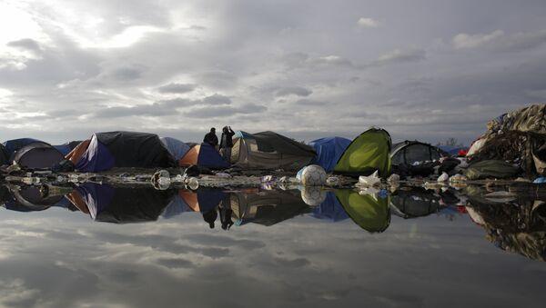 Tábor pro uprchlíky ve francouzském Calais - Sputnik Česká republika