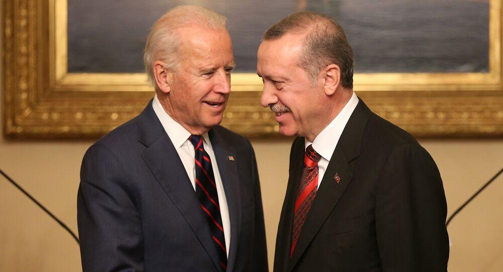 Viceprezident USA Joe Biden a turecký prezident Recep Tayyip Erdogan