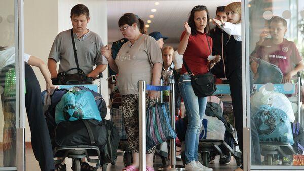 Ukrajinští uprchlíci na moskevském letišti - Sputnik Česká republika