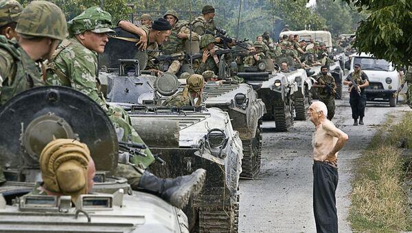 Kolona ruských vojsk na území Gruzie, 16. srpna 2008 - Sputnik Česká republika