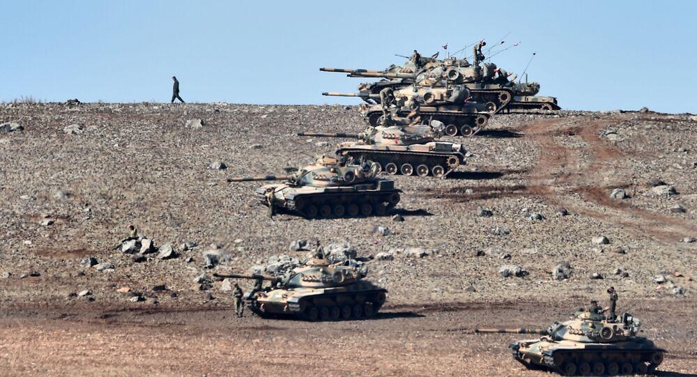 Turecké tanky na syrské hranici