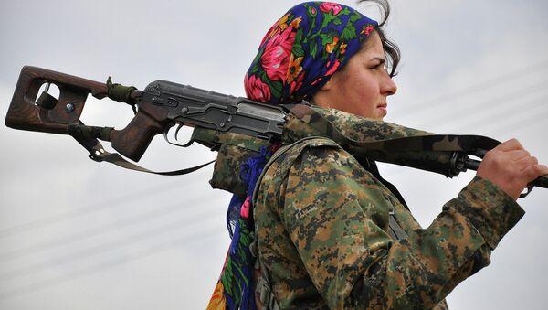 Kurdská žena dobrovolnice - Sputnik Česká republika