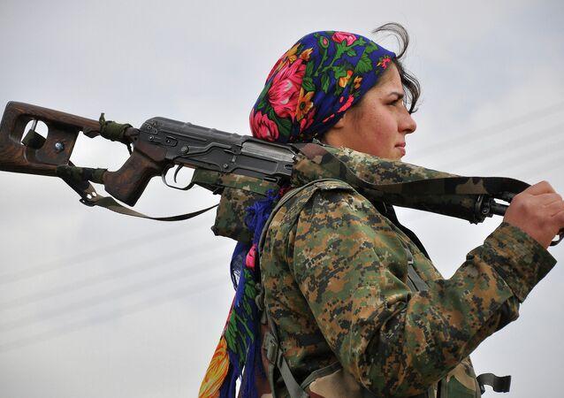Kurdská žena dobrovolnice