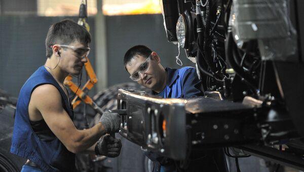 Dělníci v dílně společnosti KamAZ - Sputnik Česká republika