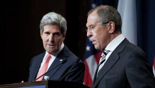 Ruský ministr zahraničí Sergej Lavrov a jeho americký protějšek John Kerry - Sputnik Česká republika