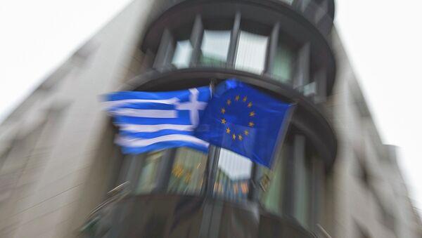 Řecká vlajka a vlajka EU - Sputnik Česká republika