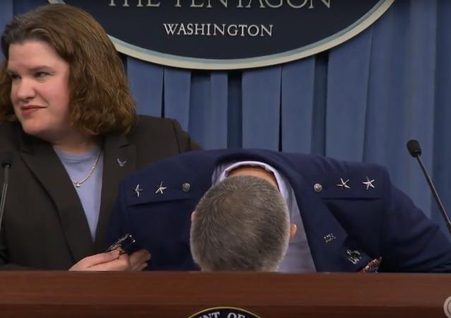 Generál ozbrojených sil USA omdlel během vystoupení před novináři