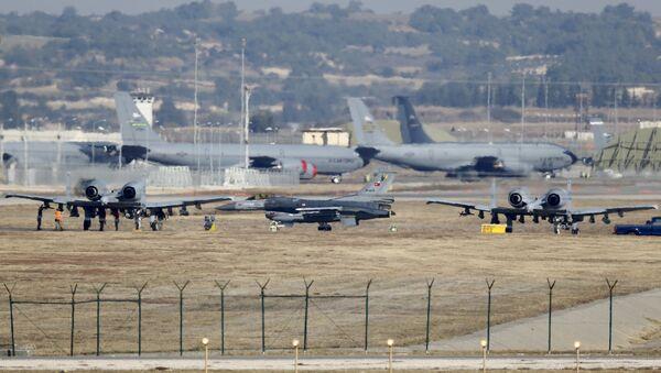 Turecká letadla na základně Incirlik - Sputnik Česká republika