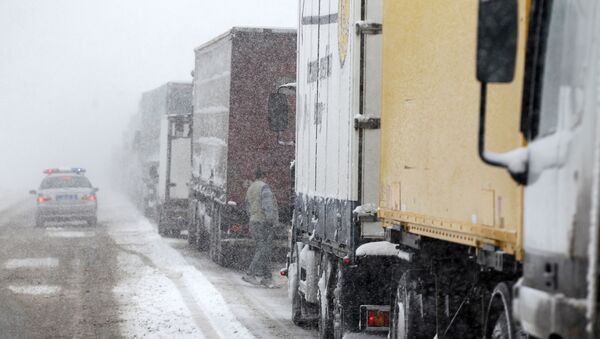 Kamiony během vánice - Sputnik Česká republika
