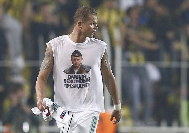 UEFA může vyloučit fotbalistu Lokomotiva Dmitrije Tarasova za tričko s Putinem