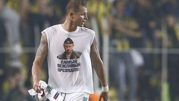 UEFA může vyloučit fotbalistu Lokomotiva Dmitrije Tarasova za tričko s Putinem - Sputnik Česká republika