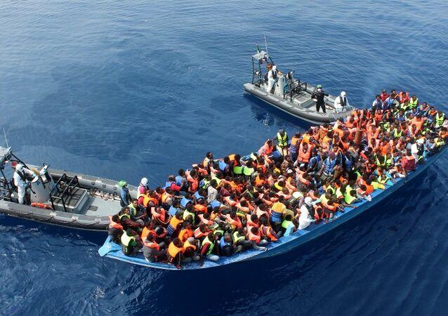 Migranti v Středozemním moři
