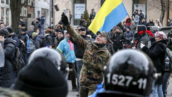Dlažební kostky proti bankám: pogromy v Kyjevě - Sputnik Česká republika