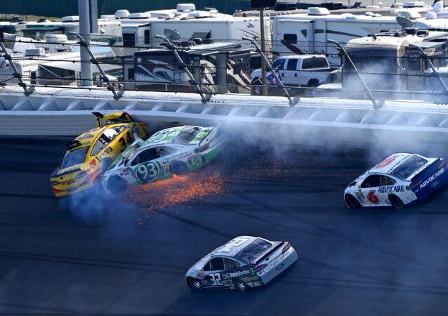 Havárie automobilů série NASCAR v závodě Daytona 500